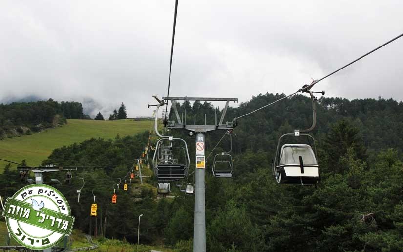 ברכבל בדרך למגלשת ההרים Alphine Coaster